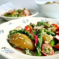 Sałatka z ziemniakami, szparagami i chrzanem