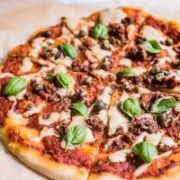 """Pizza z wegańskim mielonym i domową """"mozzarellą"""""""