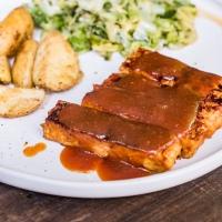 Wegańskie żeberka z tempehu w sosie BBQ